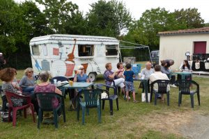 La-caravane-bar-du-festival-musical-charentais-Villages-Sessions