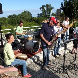 Le Badaboum Band pendant le festival Villages Sessions